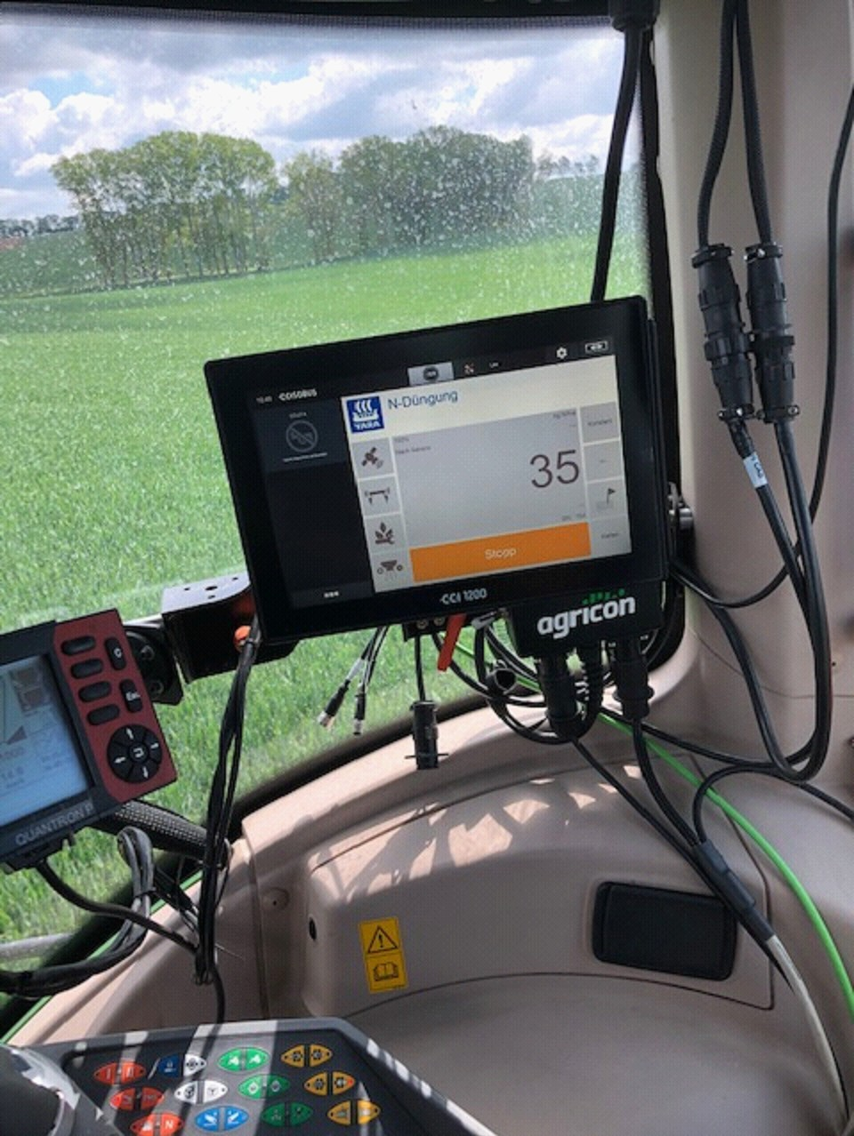 Moderne Sensortechnik hilft dem Landwirt beim Düngen.