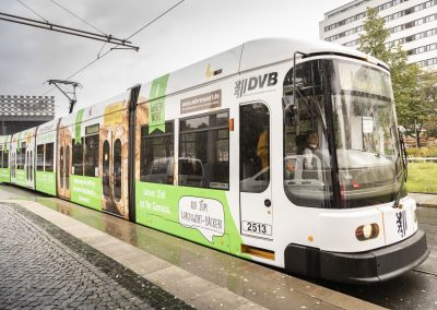 Die Straßenbahn in voller Pracht.