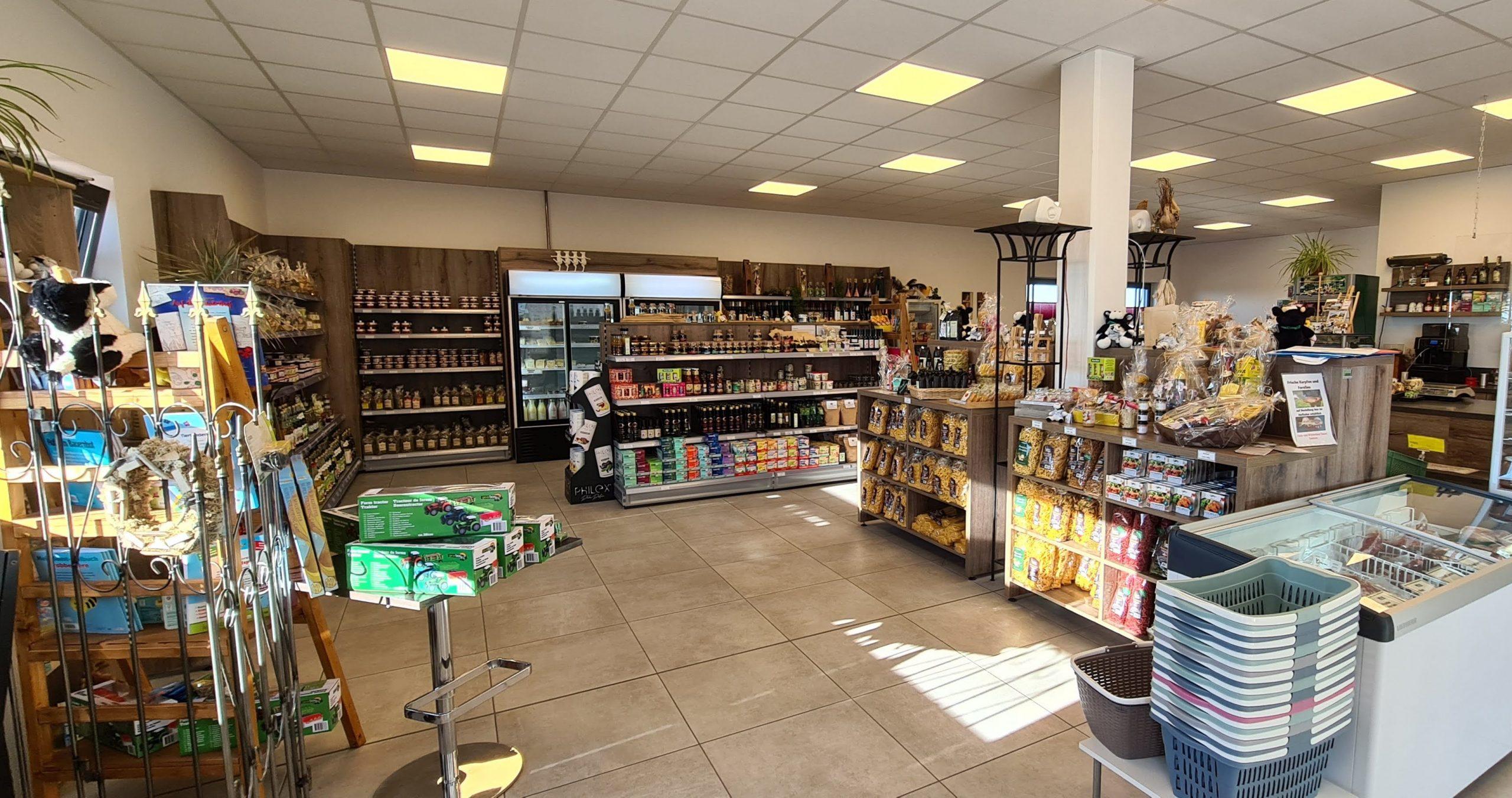 Im Hofladen finden sich zahlreiche Produkte aus der Region. (Foto: Sven Wernicke)