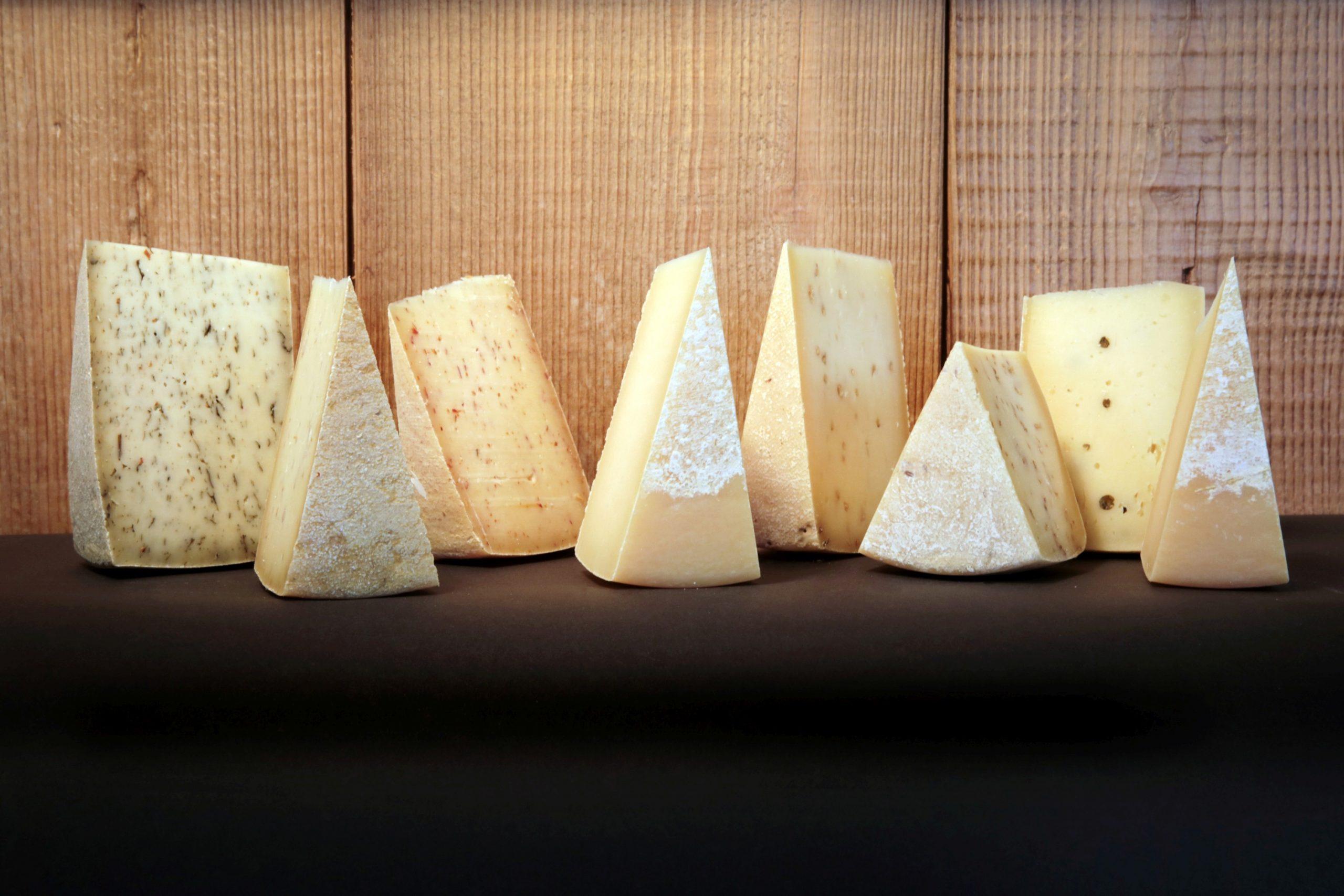Käse wird direkt in der eigenen Käserei hergestellt und in der Region verkauft. (Foto: Krabat Milchwelt)